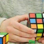 Bermain Rubik yang Memiliki Bermacam Manfaat